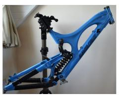 Santa Cruz V10 Carbon Link, Fox RC4, Hope Headset, Downhill Mountain Bike Frame
