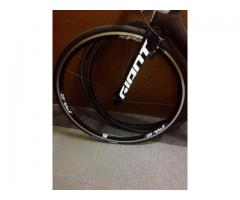 Giant pa-2 aero wheelset with p-r3 tires
